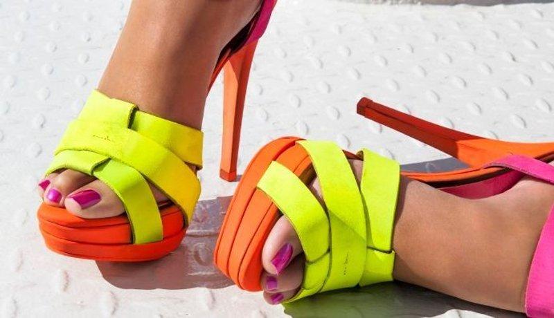 smalti 2016 pedicure i colori di tendenza - Sandale Colore