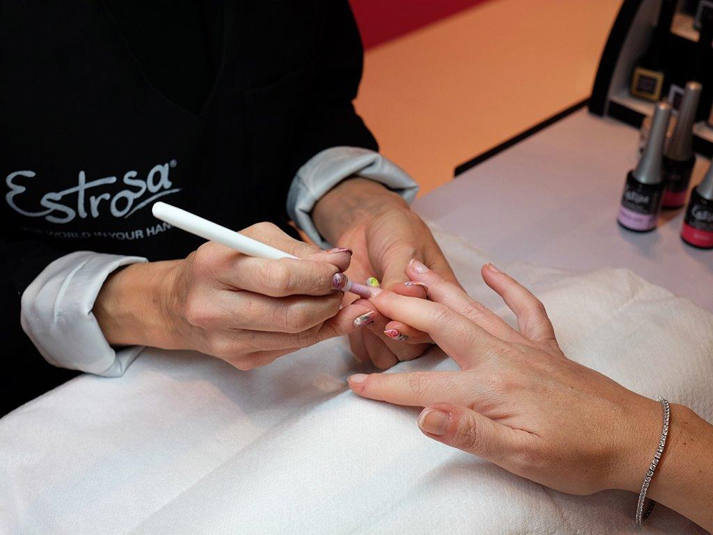 La manicure di Estrosa