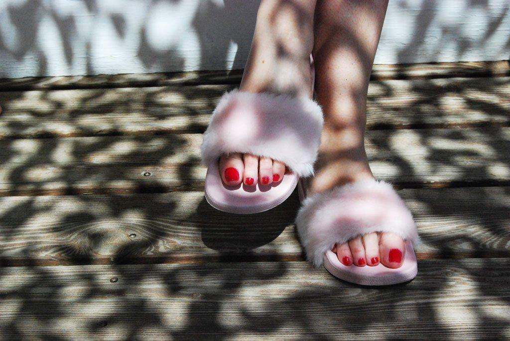 Look con Fur Slides