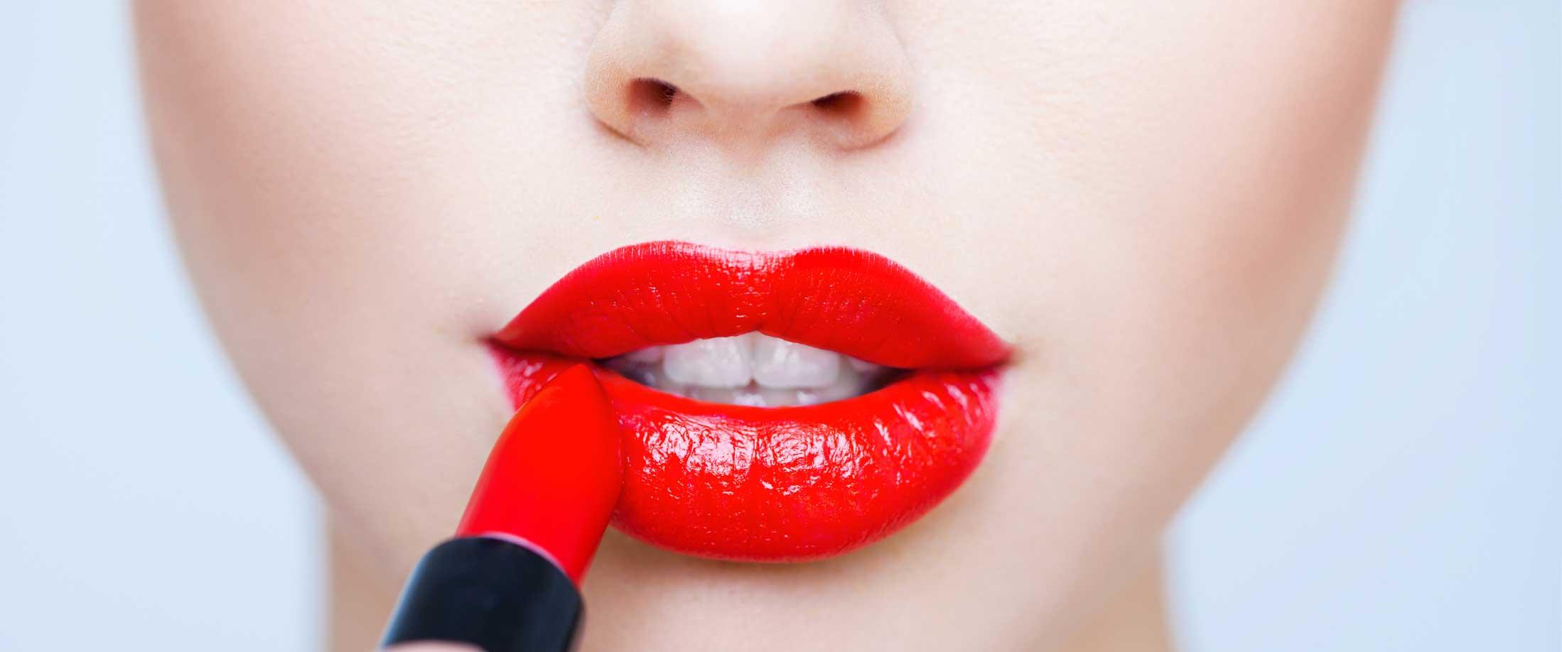 Rossetto rosso: le tonalità più hot