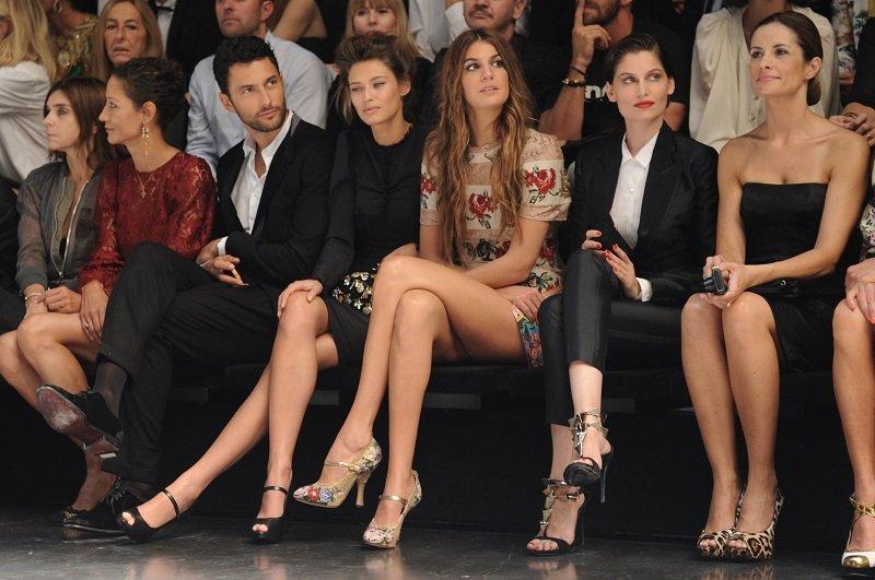 Gambe nude perfette alla sfilata di Dolce & Gabbana