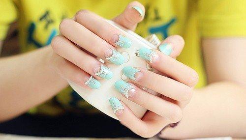 Le decorazioni della manicure giapponese