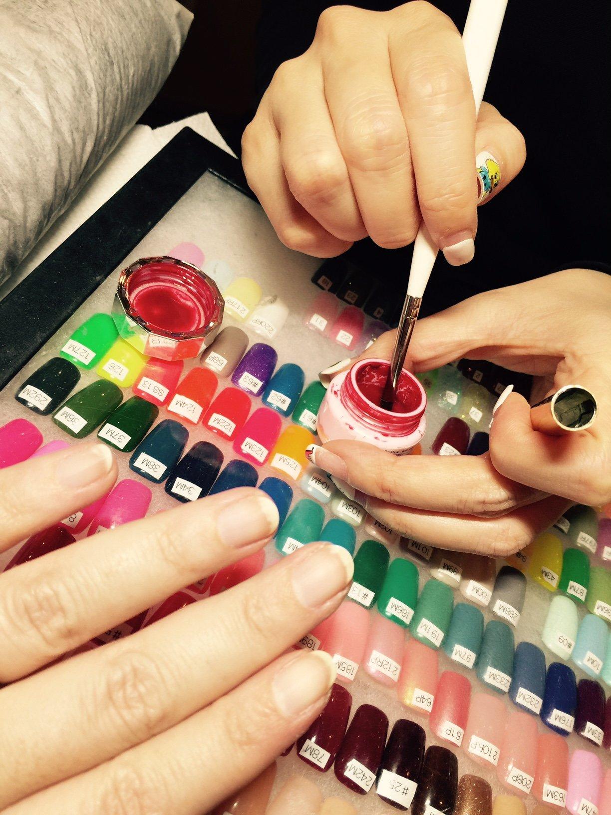 Smalto gel con la manicure giapponese
