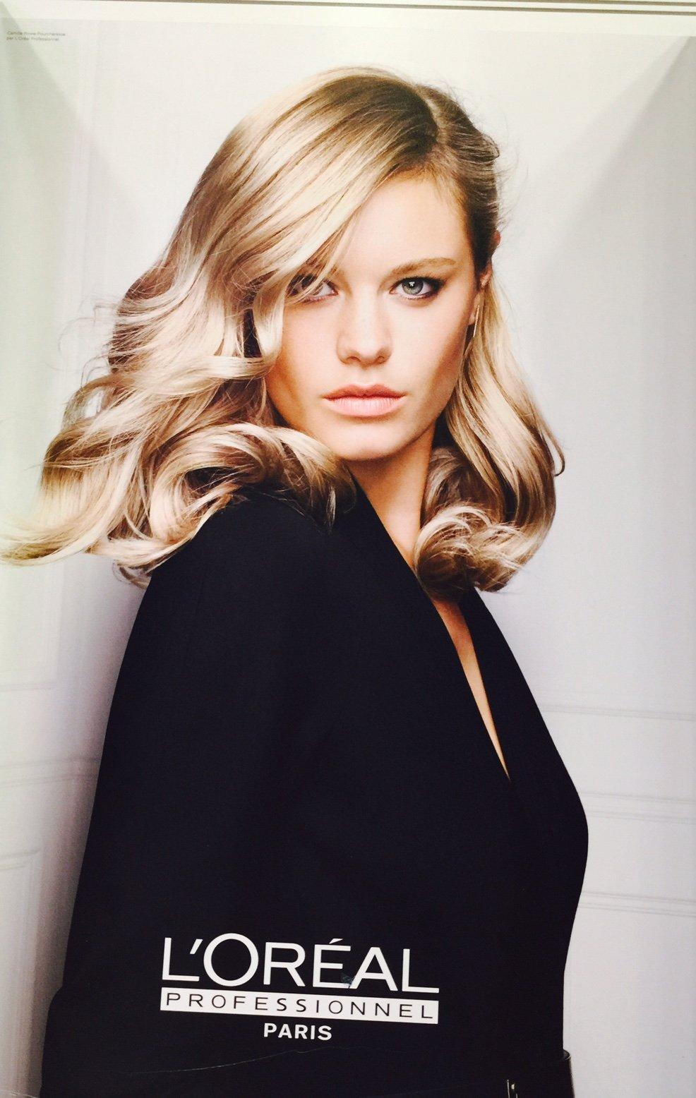Foto di una modella con i capelli biondi