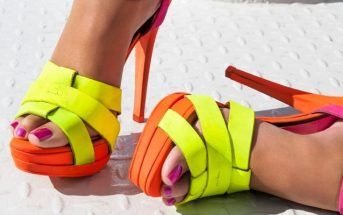 Foto smalto rosa e sandali gialli
