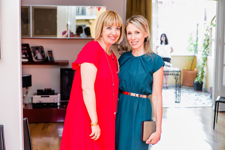 Foto di Claudia e Carlotta vestite per un aperitivo estivo