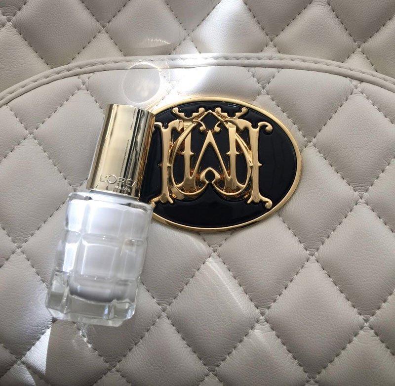 Foto dello smalto bianco L'Oréal