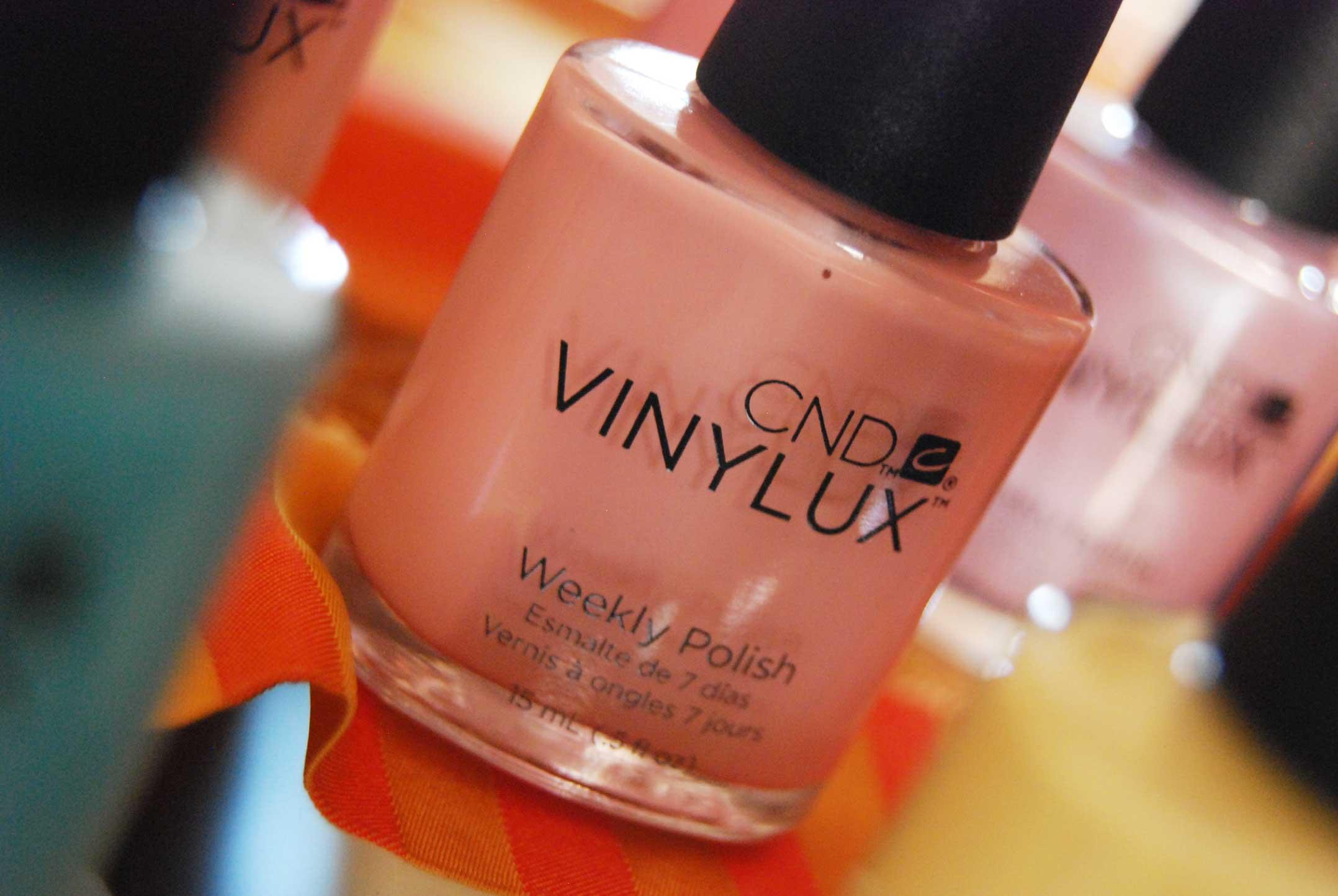 Foto dello smalto rosa intenso CND Vinylux