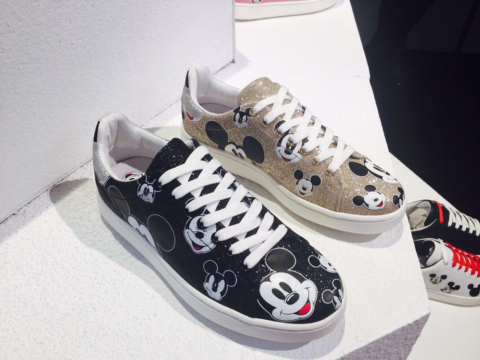 scarpe adidas disney donna foto delle sneakers Moa con Topolino