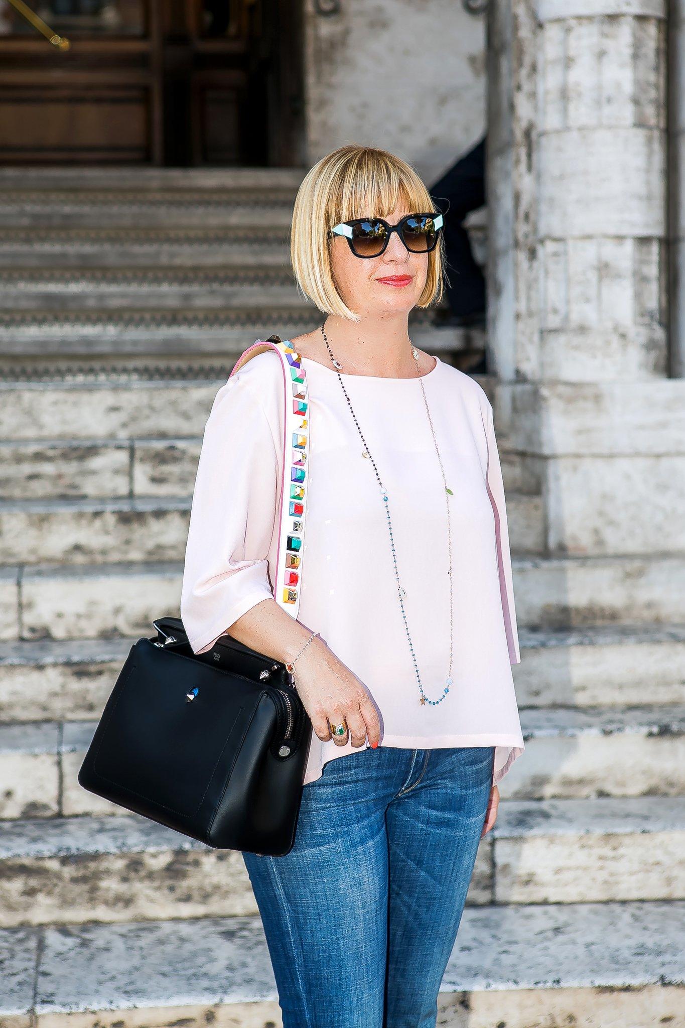 Foto di Claudia con la borsa Fendi DotCom