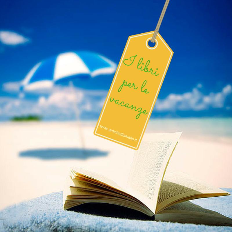 Foto dei libri sulla spiaggia