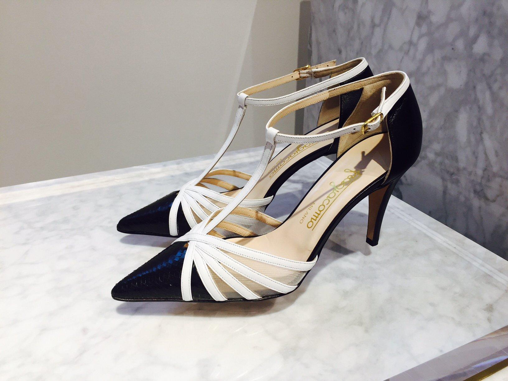Foto di scarpe bianche e nere di Fragiacomo