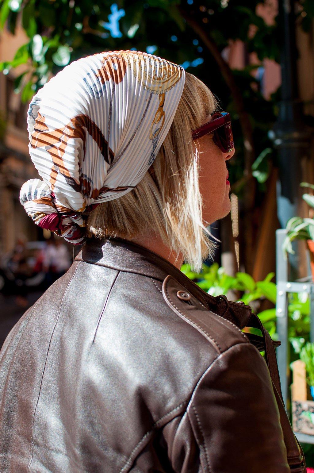 Come annodare in testa il foulard di Hermès