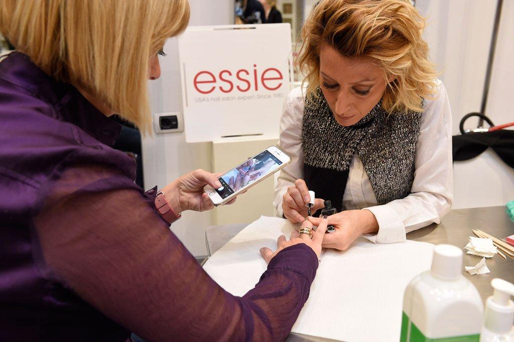 Smalto verde Essie Gel Couture