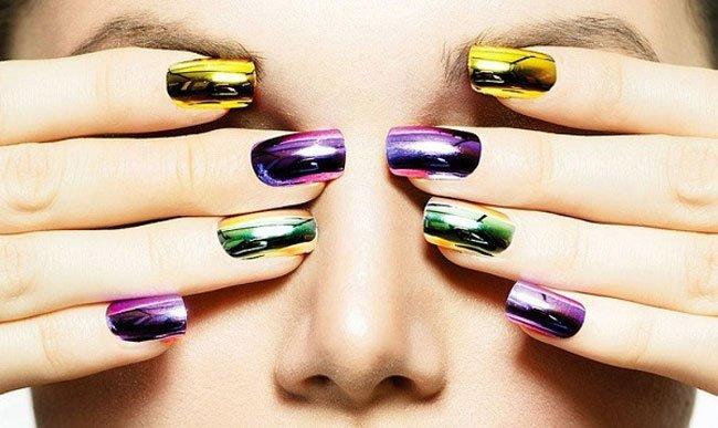 Unghie effetto specchio le mani pi belle del reame - Smalto a specchio ...