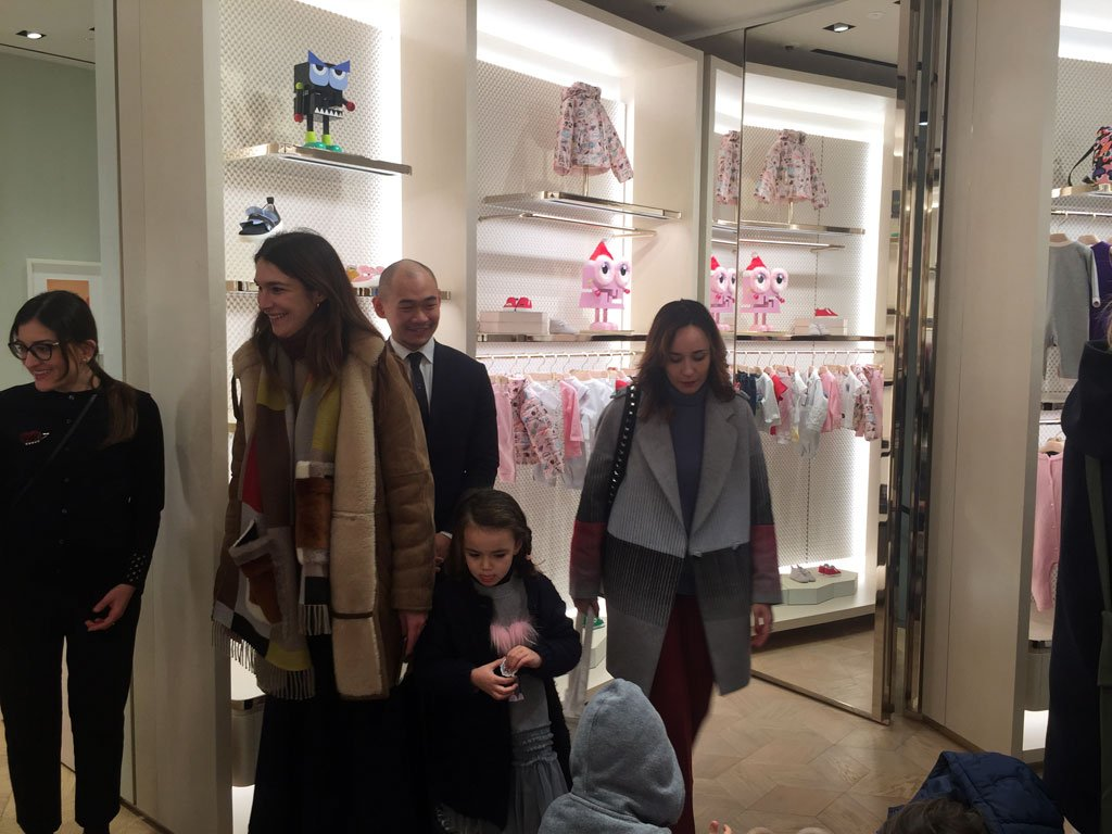 Gli interni della boutique Fendi Kids