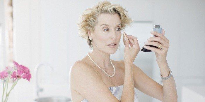 Dimostrare Meno Anni e gli Errori di Look e Make Up che Invecchiano 0c10bee72406