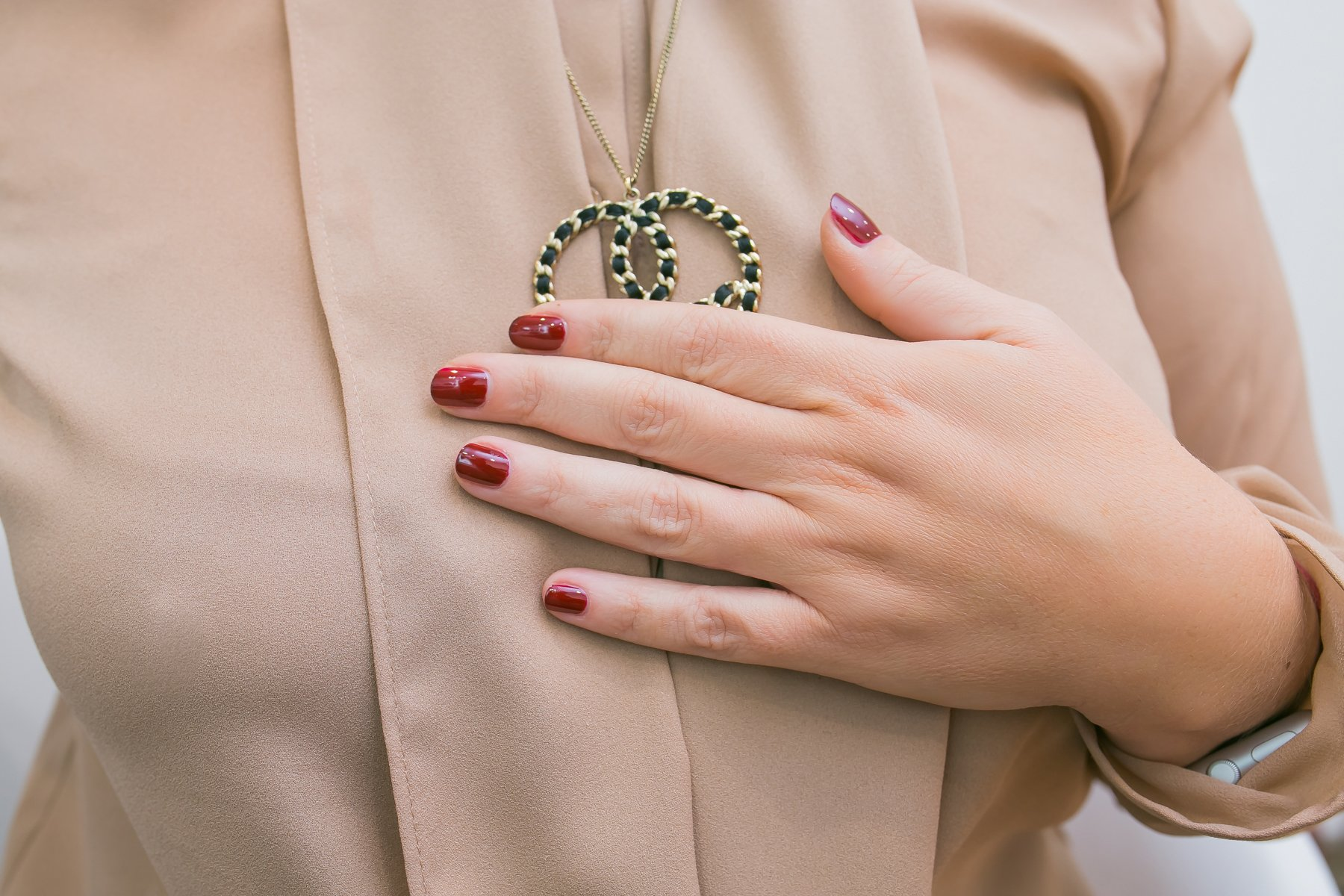 Rosso intenso Essie gel Couture