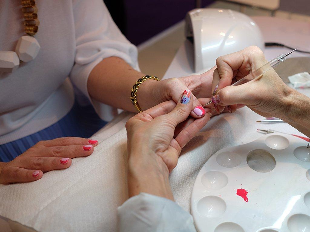 Nail Art con gli smalti Estrosa