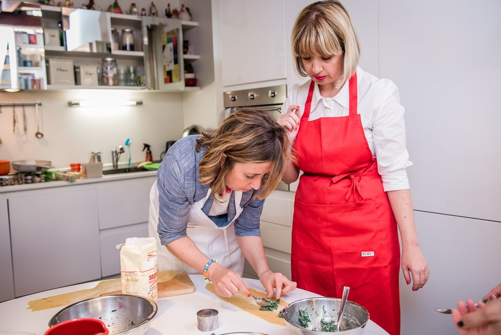 La preparazione dei ravioli con le Chef Clochard