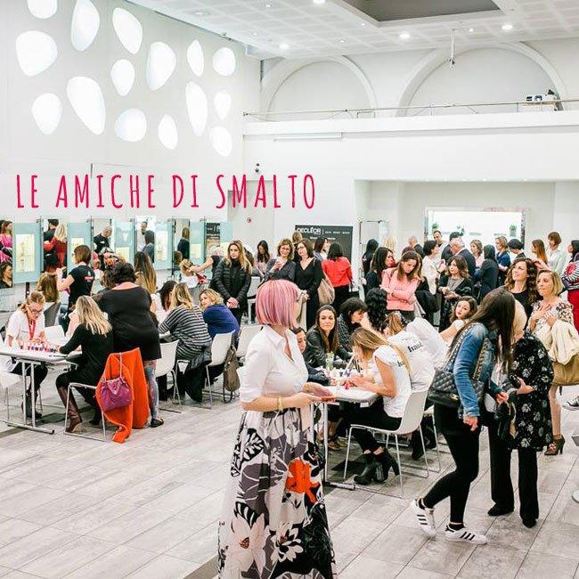 About Amiche di Smalto