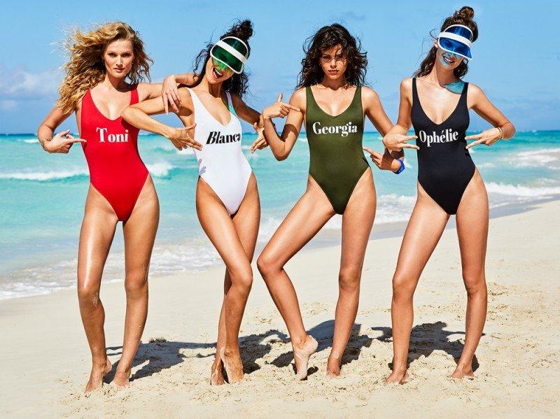 Costumi da bagno i nuovi bikini e i costumi interi