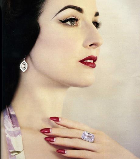 Storia dello smalto: manicure anni 30