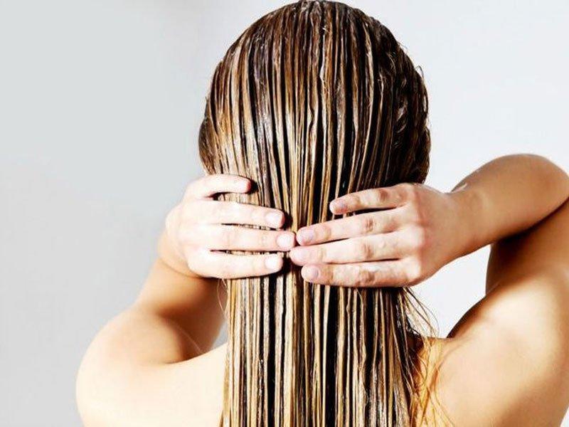 Curare i capelli con una maschera nutriente