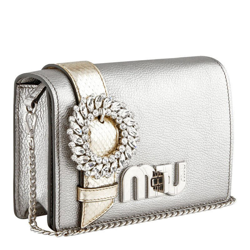 Tendenze moda argento: borsa Miu Miu
