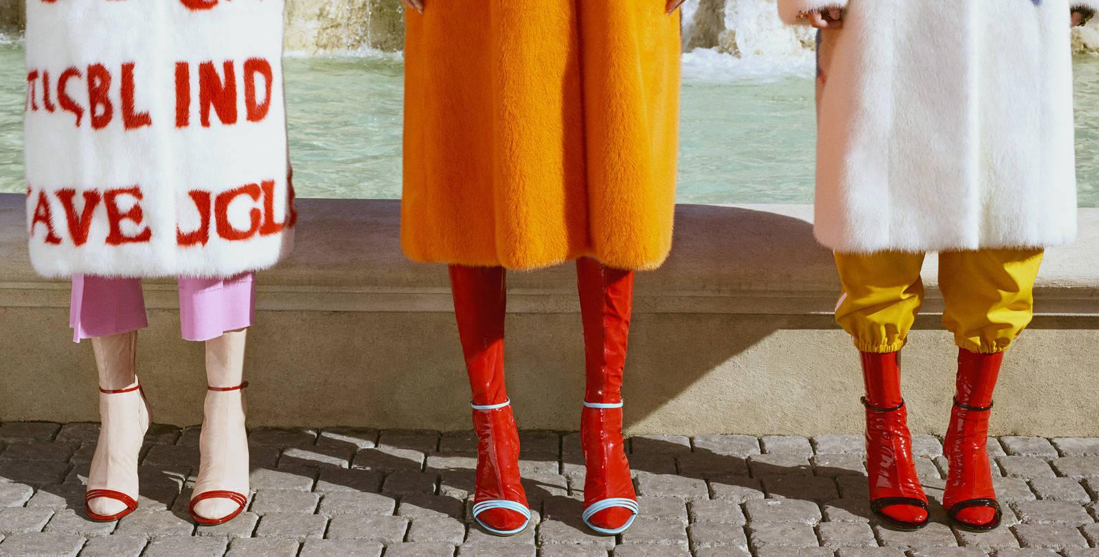 Tendenze Scarpe 2018: sandali con calzini in latex