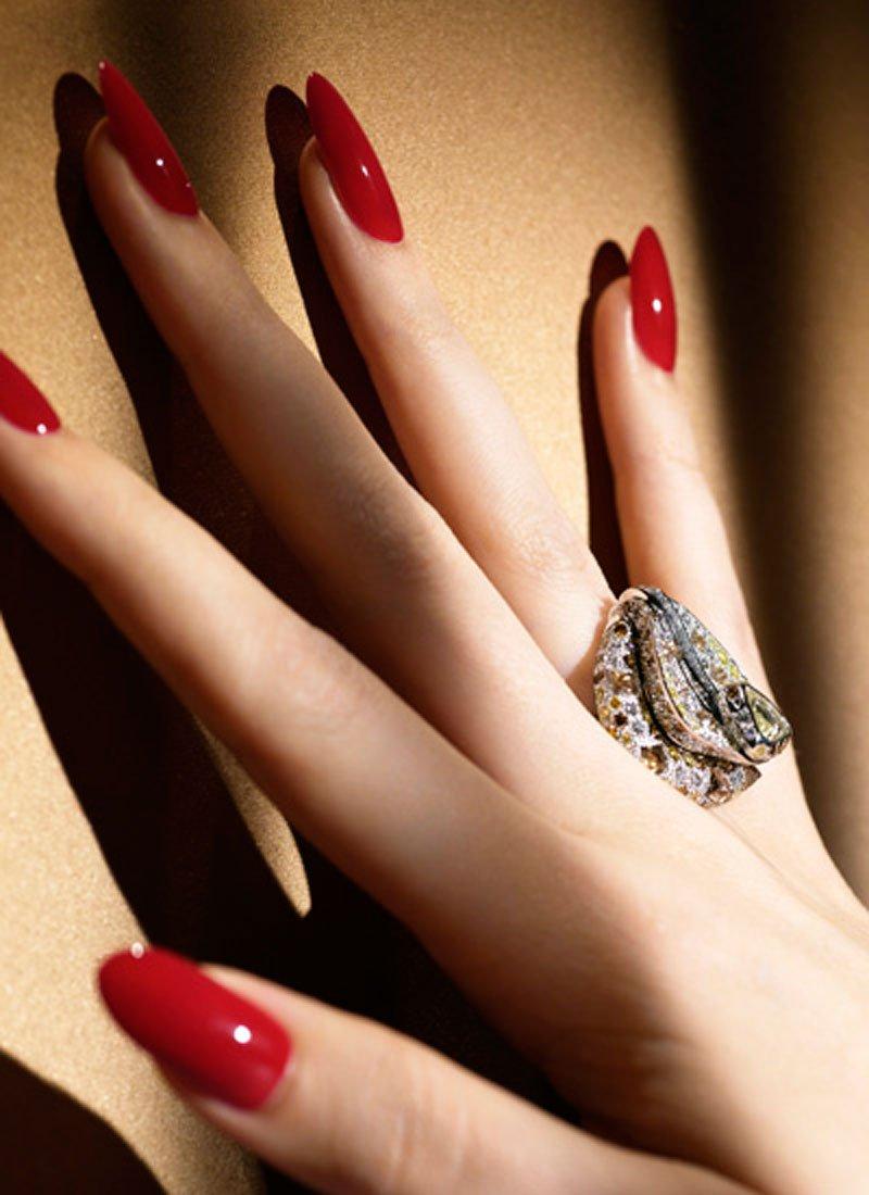 mani perfette con la ricostruzione unghie