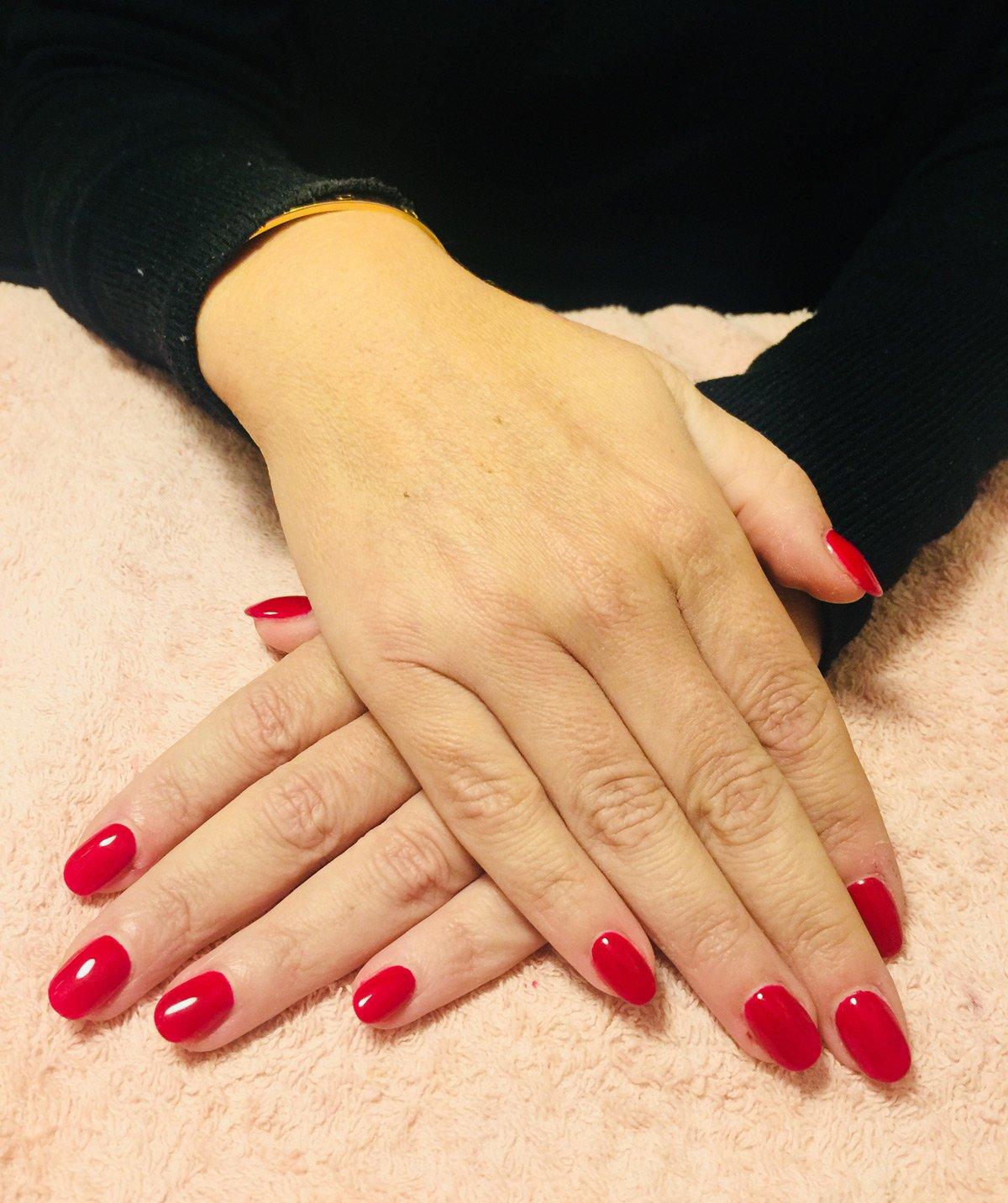 Tutte le fasi della ricostruzione delle unghie