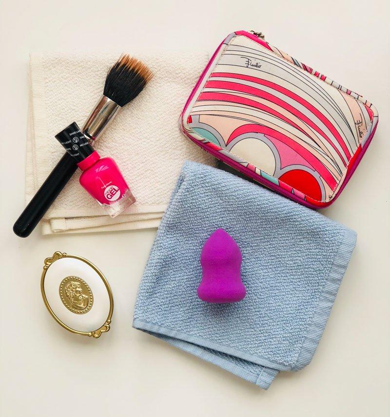 Come applicare il fondotinta con le spugnette make up