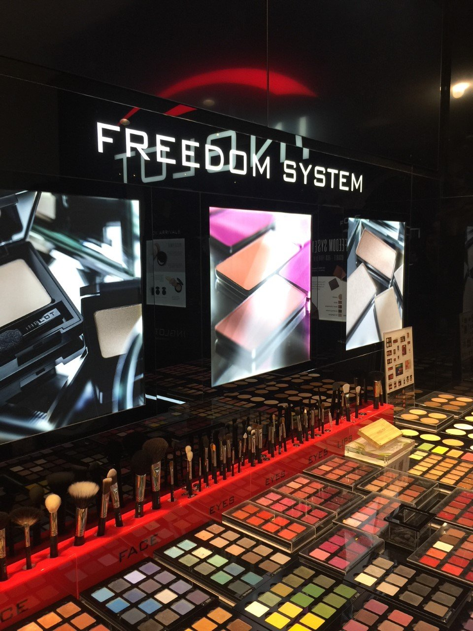 Freedom System di Inglot