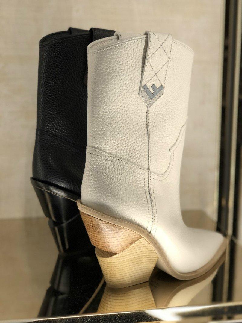 Stivali in pelle Fendi in bianco e nero
