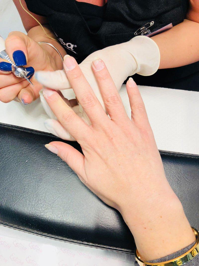 La pulizia dell'unghia