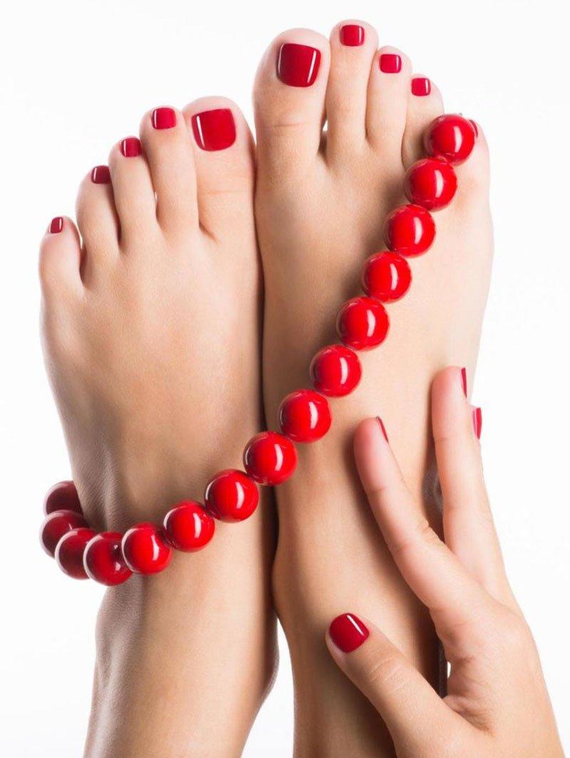 la forma delle unghie dei piedi