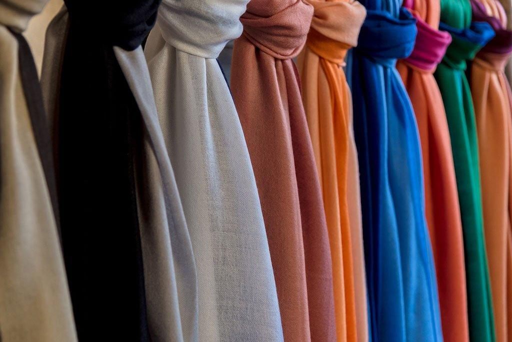 Sciarpe e Pashmine: Come Indossarle e Sceglierle