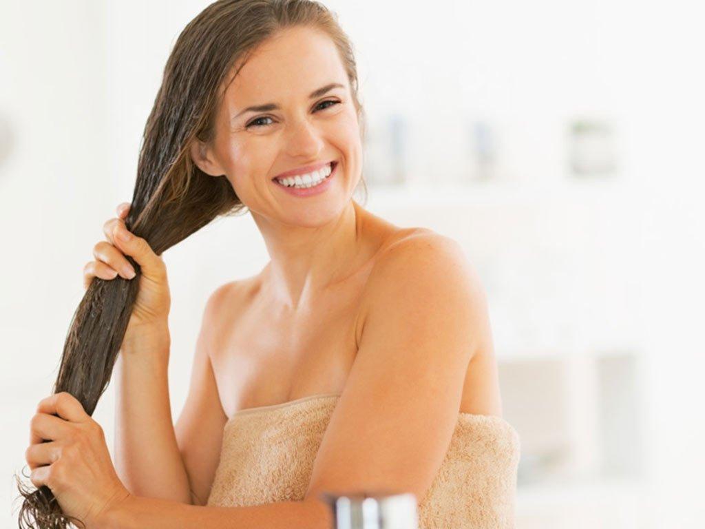 foto come curare i capelli al mare