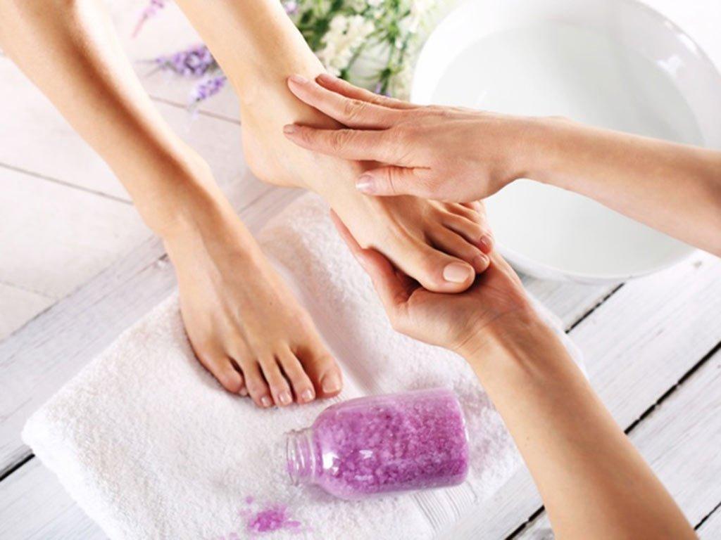 foto curare i piedi con massaggi