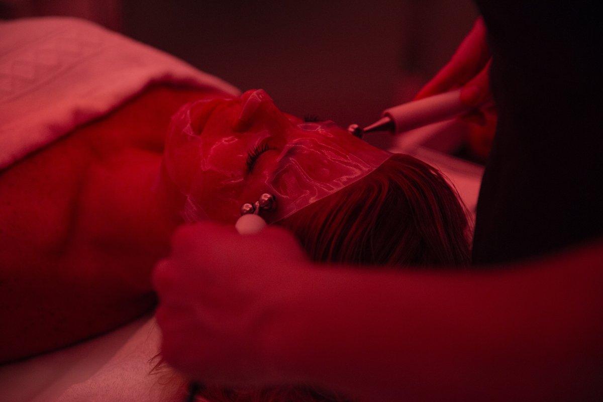Foto del trattamento a corrente galvanica al viso