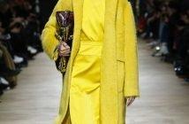 Foto del cappotto colorato giallo