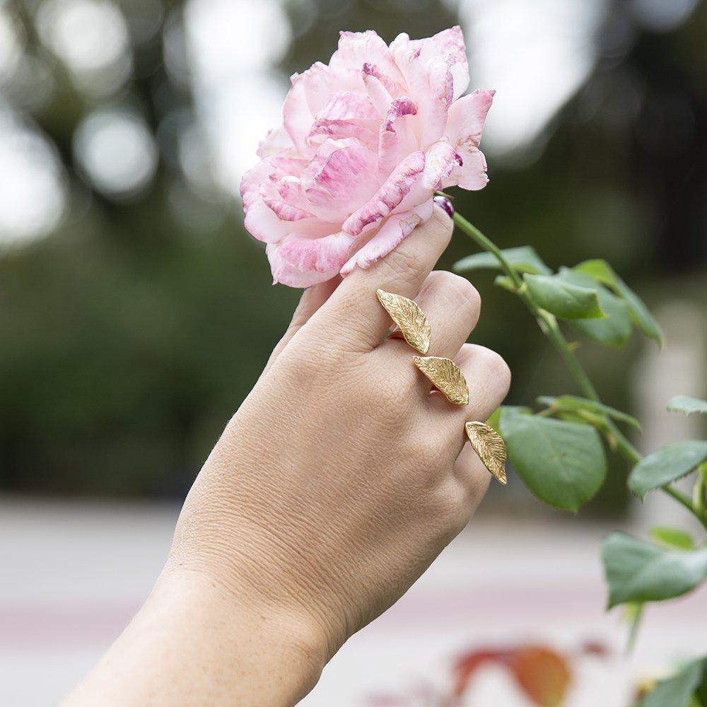 Foto dell'anello di Giulia Barela