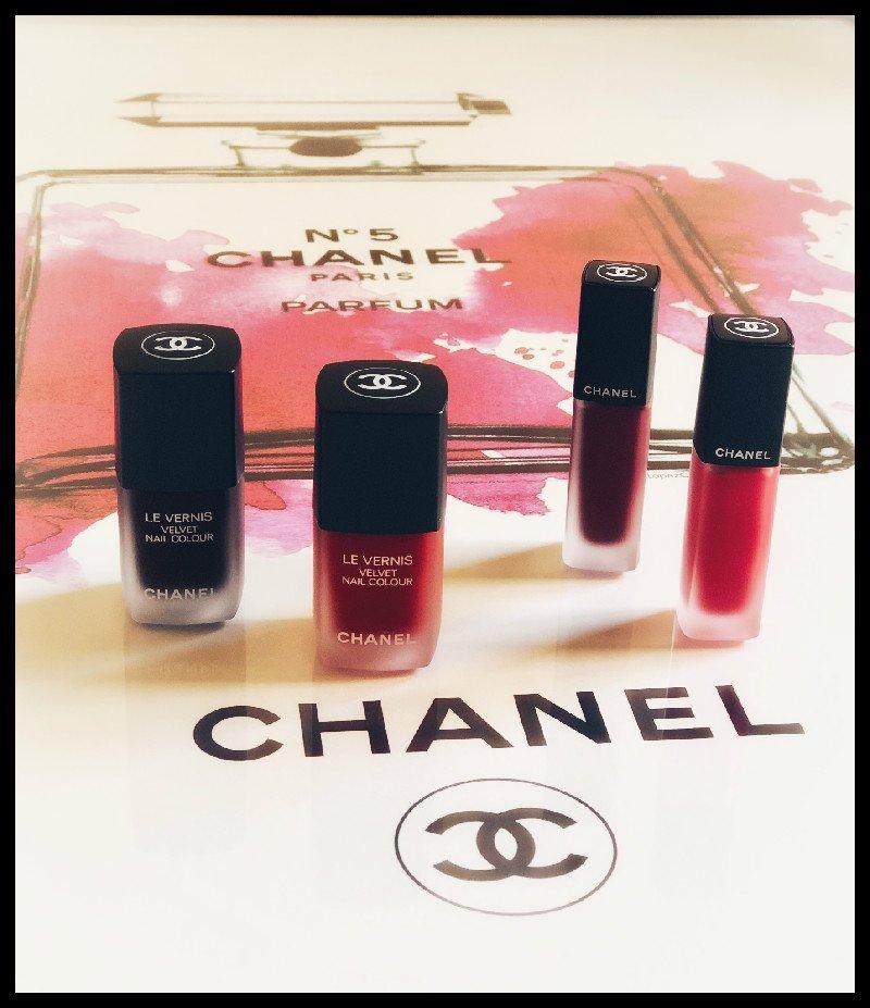 Foto di rossetti e smalti Chanel