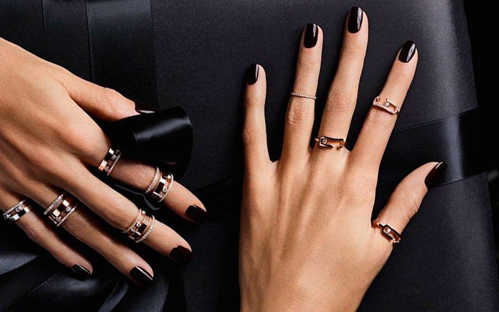 Foto di unghie con smalto nero