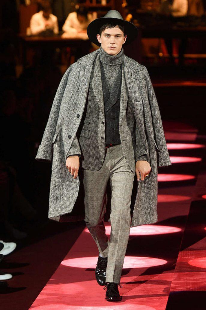 Foto di un modello vestito elegante alla sfilata Dolce & Gabbana