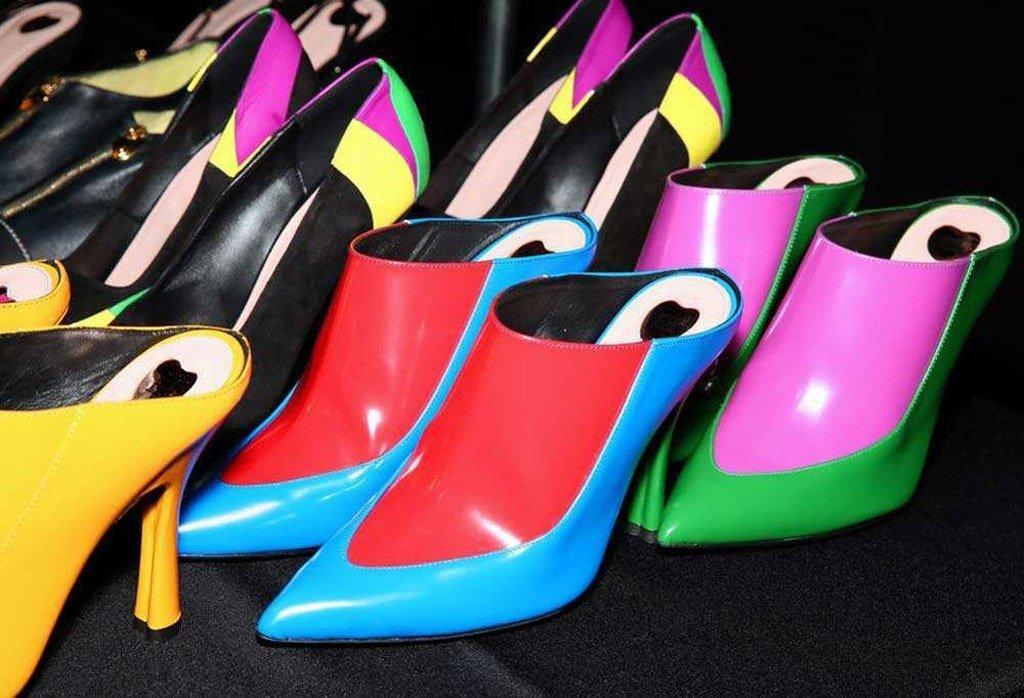 Immagine di scarpe mule colorate