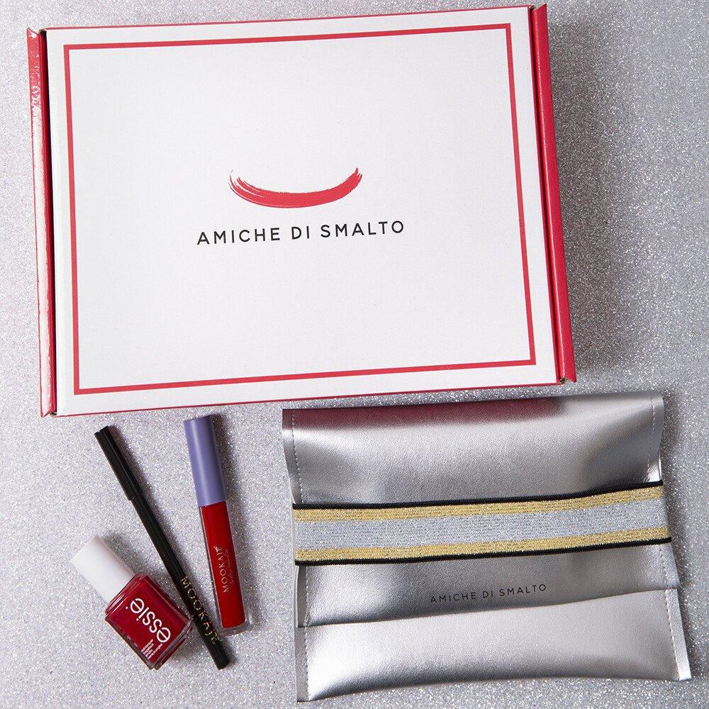 Foto della Beauty Box rossa di Amiche Di Smalto