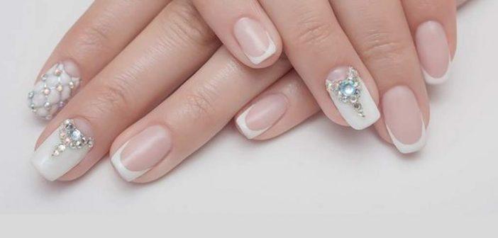 Manicure ai Cristalli: la Nail Art dalle Energie Positive