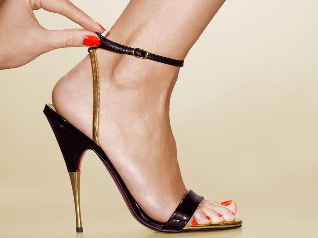 foto smalto piedi